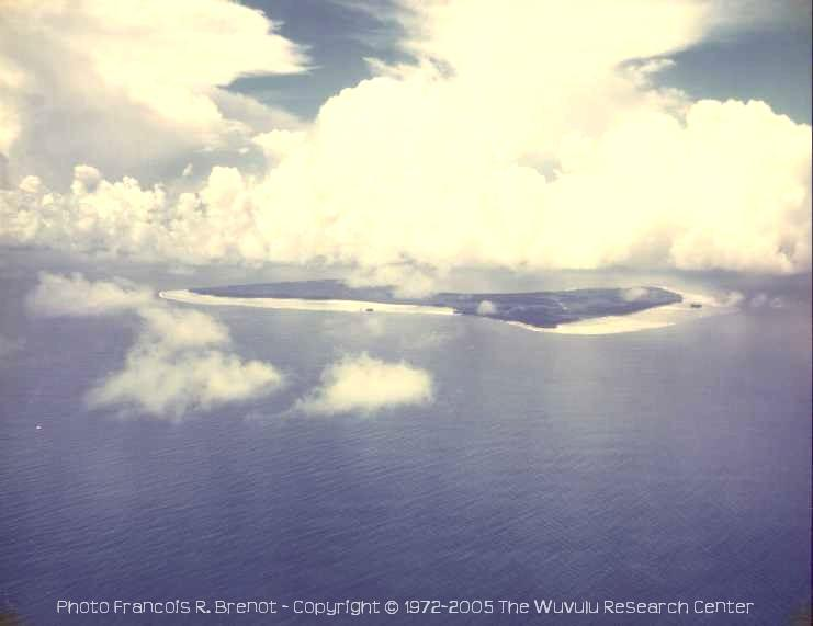 Wuvulu Island, aerial view from NW - Photo François R. Brenot • Copyright © 1972-2005 by The Wuvulu Research Center • All Rights Reserved